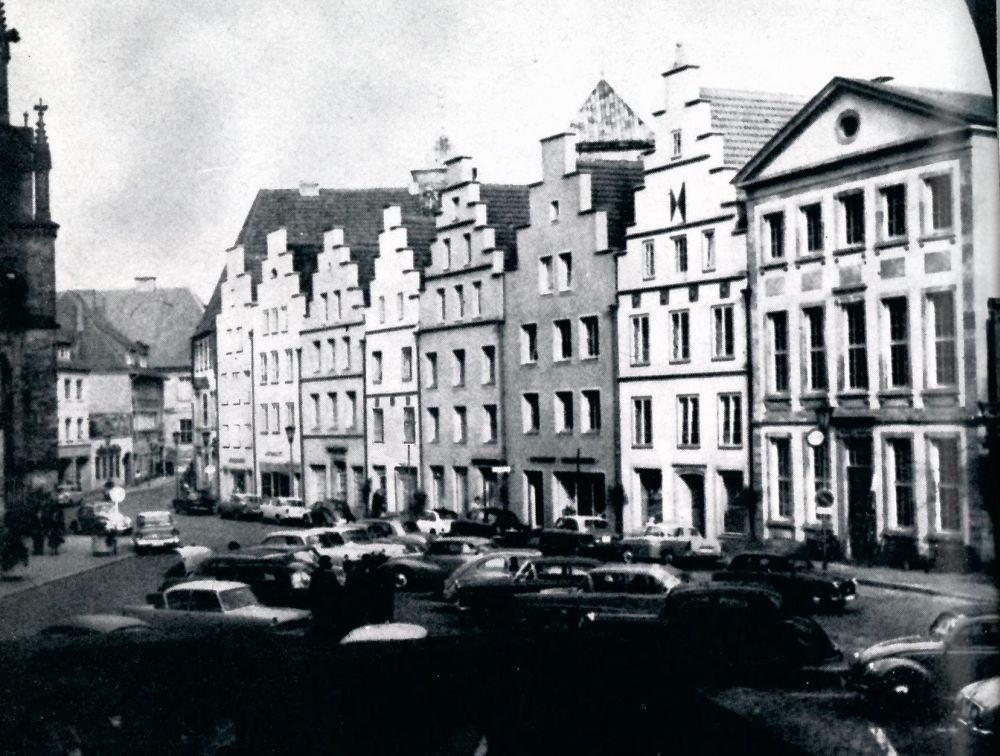 Blick auf den Markt, rechts die Stadtbibliothek (1959)